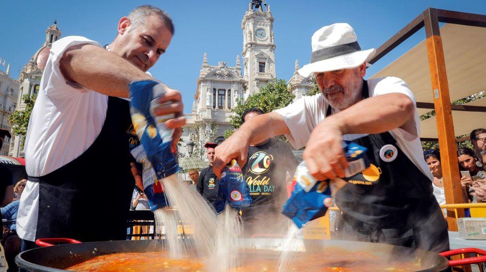 Foto: Valencia celebra por primera vez el Día Mundial de la Paella. (Efe)