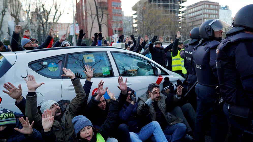 Foto: Taxistas concentrados en Madrid. (EFE)