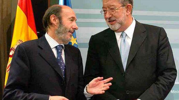 Foto: El exministro del Interior Alfredo Pérez Rubalcaba y el exdirector de Infraestructuras Luis Luengo. (Ministerio del Interior)