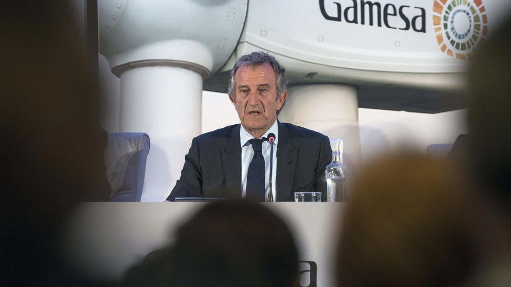 Foto: El presidente de Gamesa, Ignacio Martín, durante su intervención en la junta general de accionistas de la empresa de 2015. (EFE)