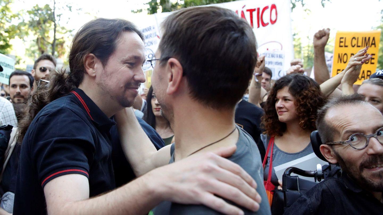 Pablo Iglesias y Juan Carlos Monedero. (EFE)