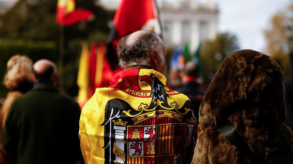Foto: Un franquista durante una manifestación en Madrid. (Reuters)