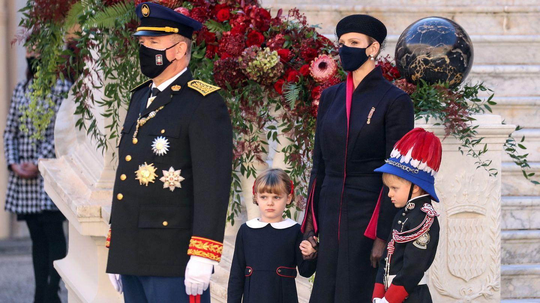 Alberto y Charlène con sus hijos. (Reuters)