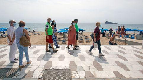 De apestados a deseados: la España de la playa se ofrece ante otra fuga de madrileños