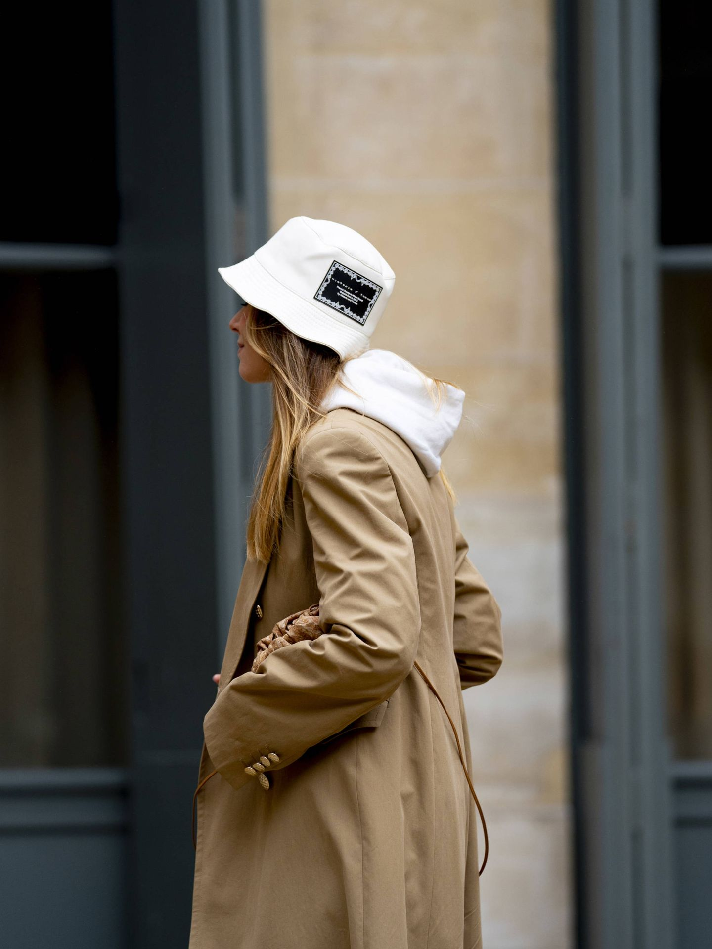 Una insider con un bucket hat. (Imaxtree)