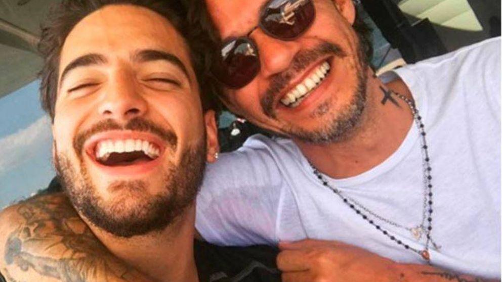 Marc Anthony le da un besito a Maluma, y la lía