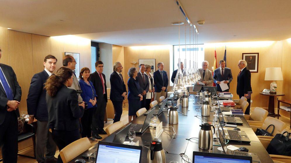 Foto: Reunión de la Junta Electoral Central. Betancor, en el centro a la izquierda. (EFE)