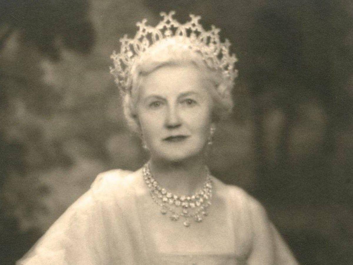 Foto: La duquesa Ivy Cavendish-Bentinck, con la tiara Portland. (Instagram @harley_gallery)