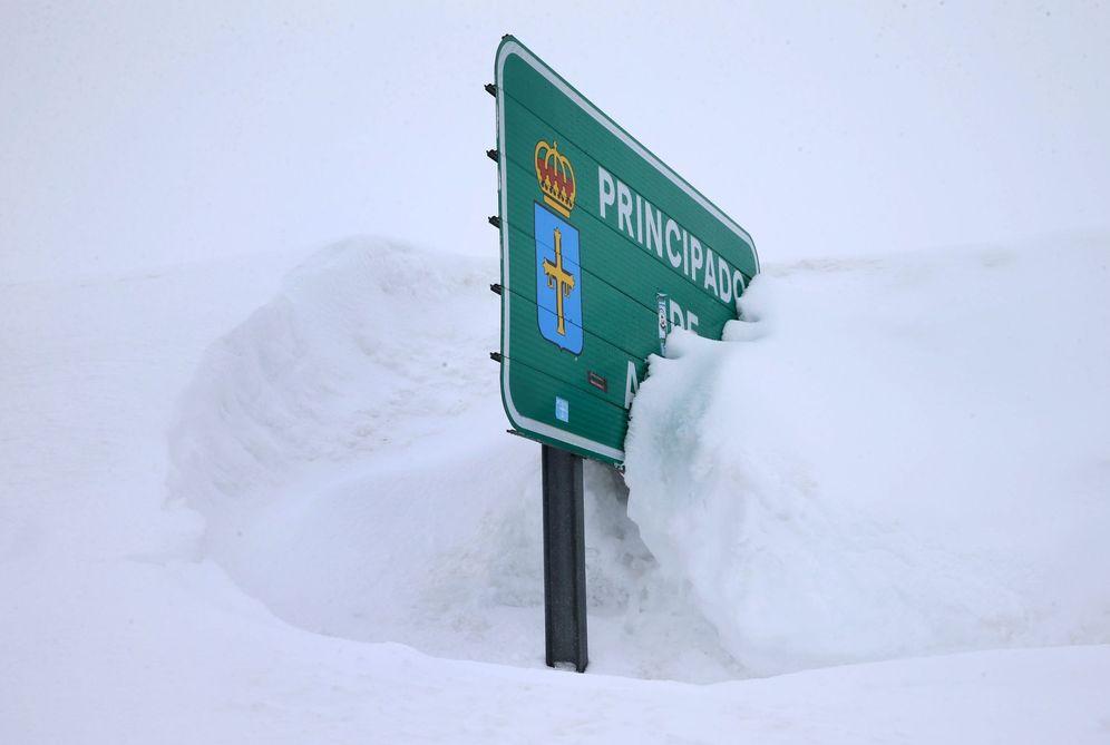 Foto: Nieve en el puerto de San Isidro. (EFE)