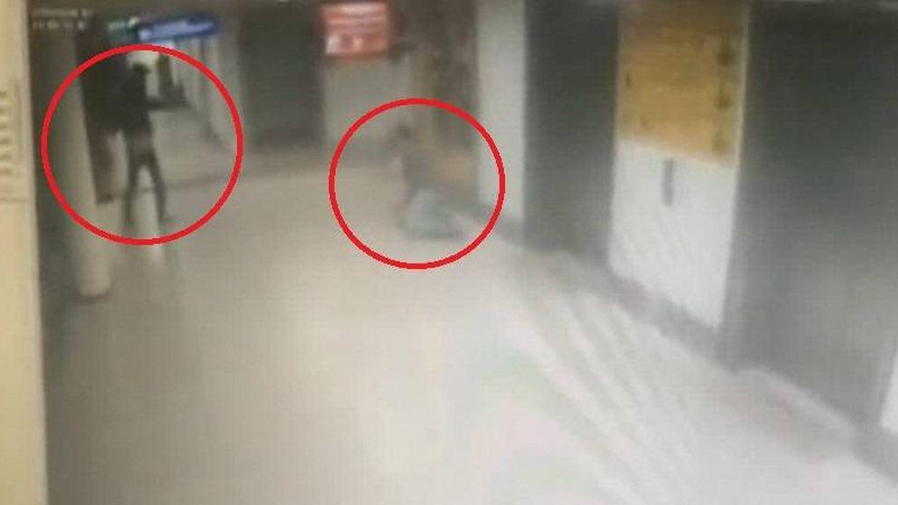 Vídeo: uno de los terroristas del atentado del aeropuerto de Estambul dispara a un policía a sangre fría
