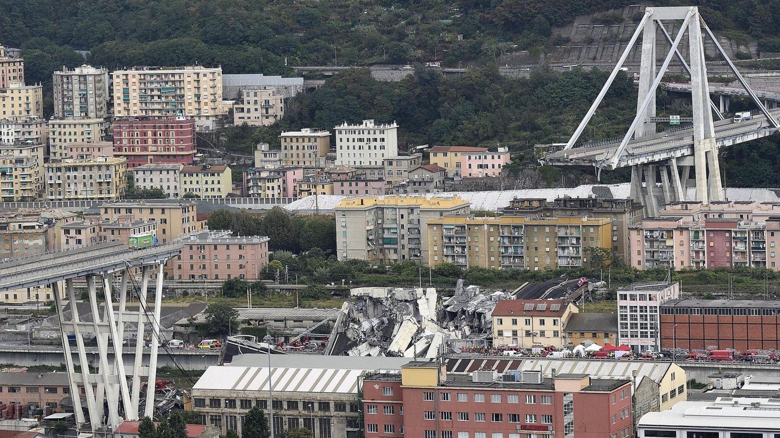 Foto: Estado en el que quedó el viaducto de Morandi, en Génova, tras el hundimiento del tramo central desde una altura de 90 metros. (EFE)
