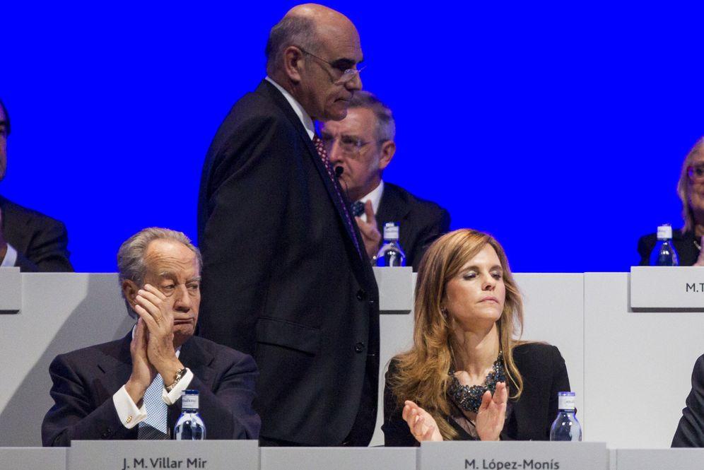 Foto: El presidente de Abertis, Salvador Alemany, junto a Juan Miguel Villar Mir (EFE)