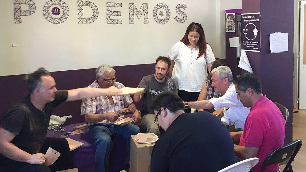Foto: Verstrynge, en la sede de Podemos en Guadalajara.