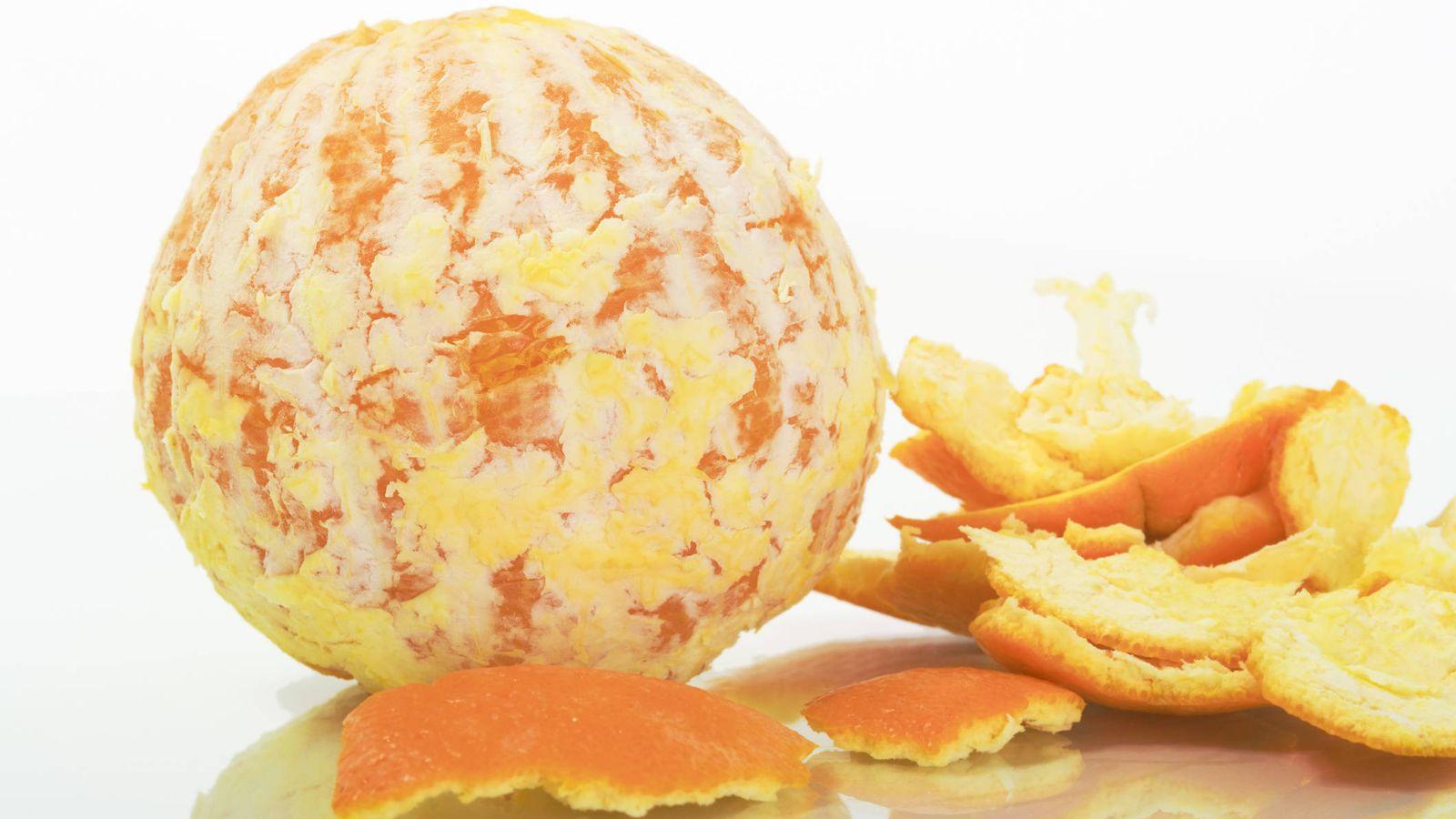 Alimentación: El truco que no has pensado para pelar muy fácil una naranja