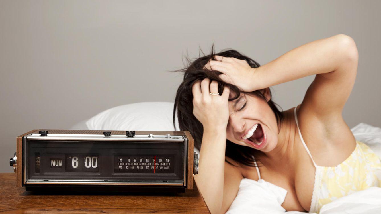 Foto: La cabeza te va a estallar del dolor porque llevas toda la noche apretando la mandíbula. Para ya. (iStock)