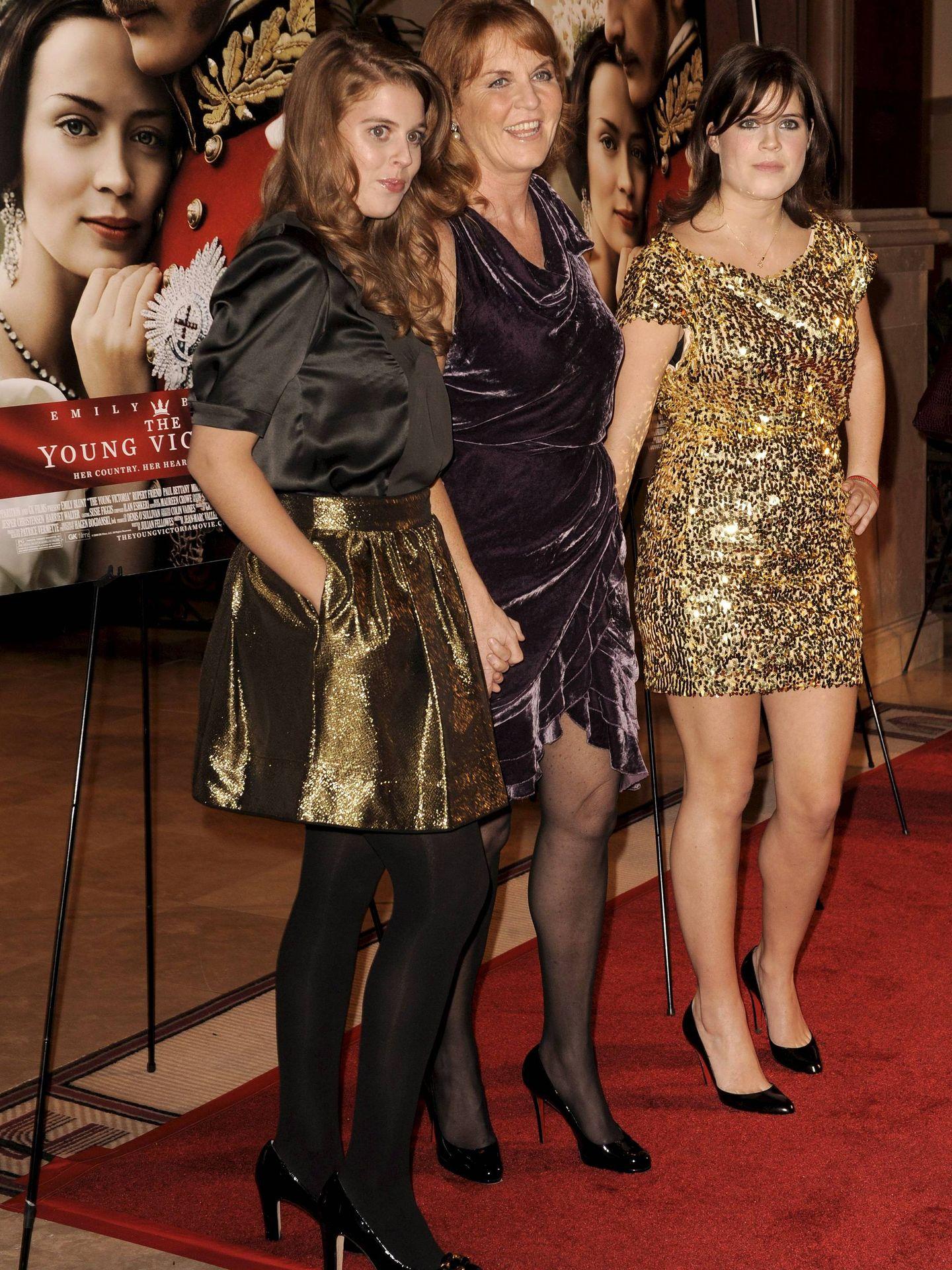 Fergie con sus dos hijas, Beatriz y Eugenia. (EFE)