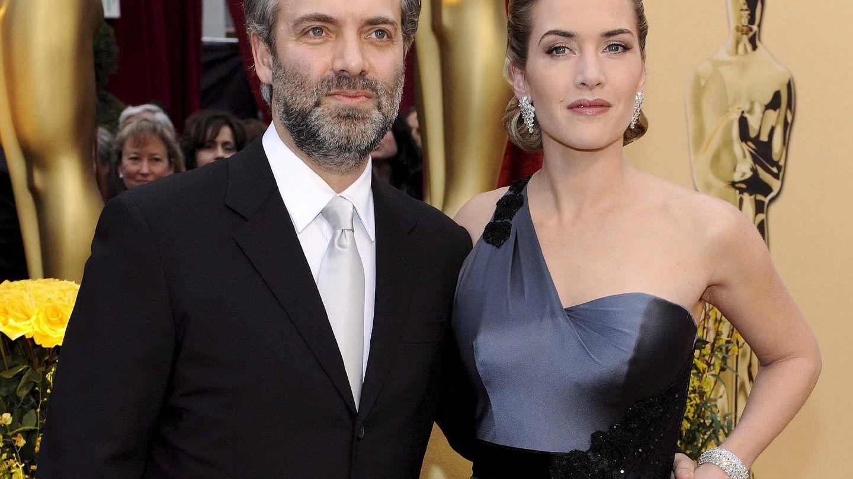 Con Sam Mendes en los Oscar de 2009, en los que la actriz fue premiada por 'El lector'. (EFE)