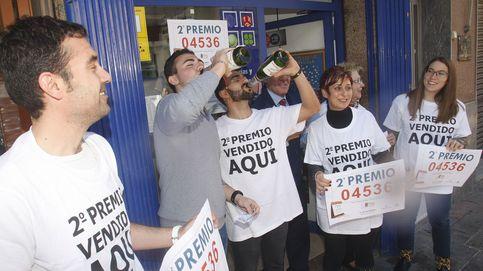 El Partido Comunista de un pueblo de Granada reparte el segundo premio