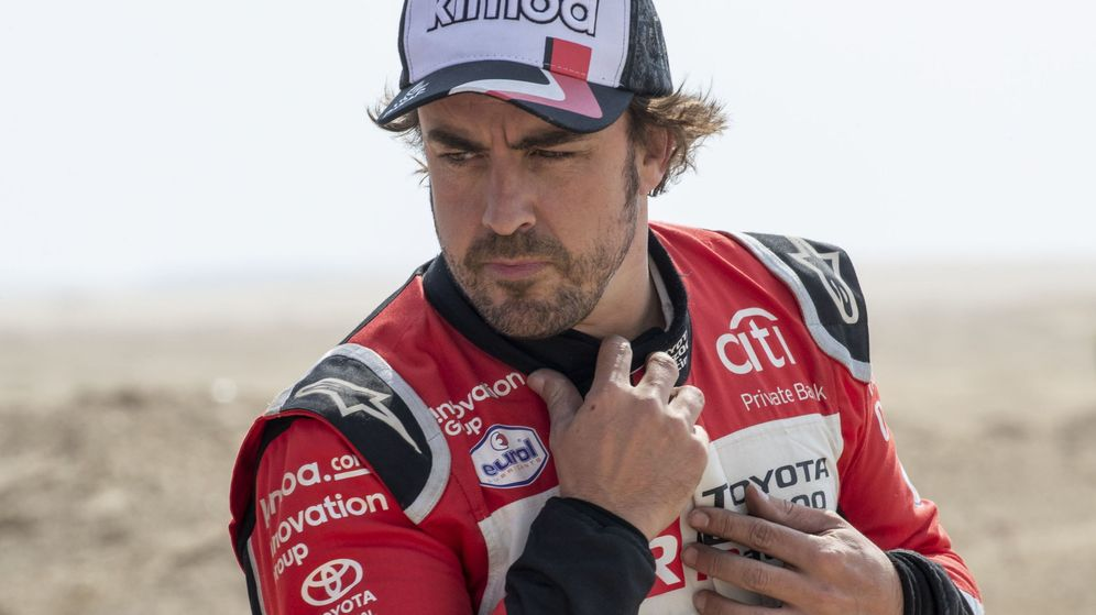 Foto: Fernando Alonso, al final de la penúltima etapa del Rally Dakar. (EFE)