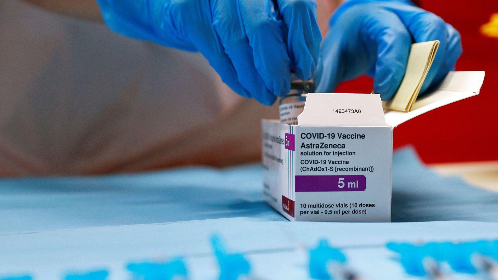 La vacuna AstraZeneca cambia de nombre: ahora se llama Vaxzevria