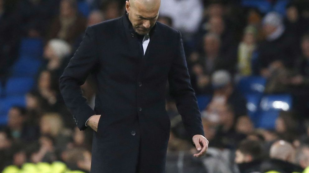 Zidane recibe las primeras críticas desde la directiva; los jugadores le arropan