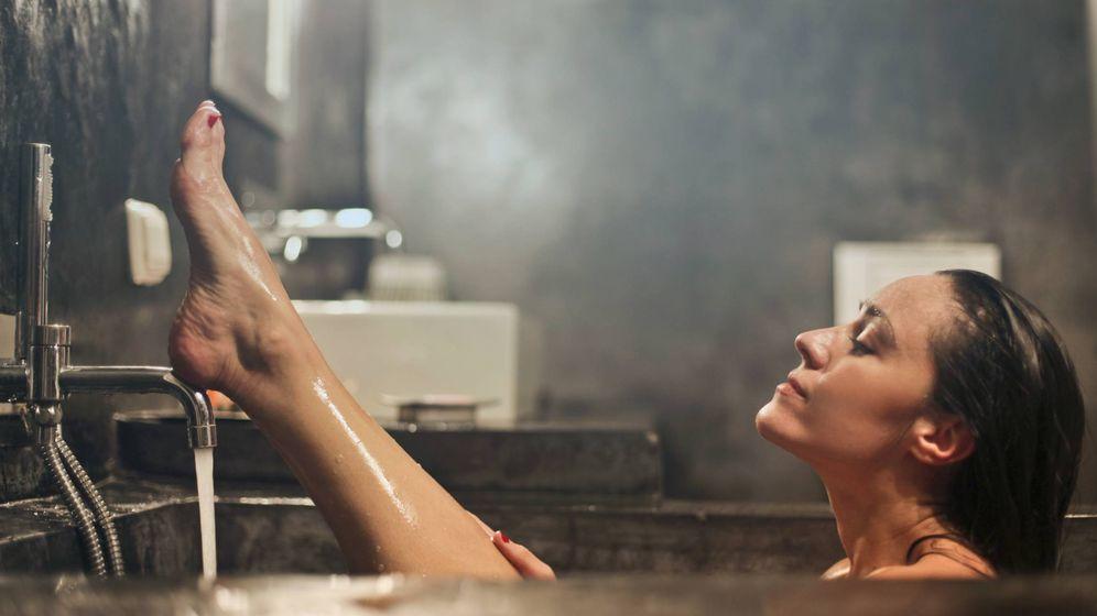 Foto: Y tras la ducha perfecta, toca la combinación de mascarillas. (Unsplash)