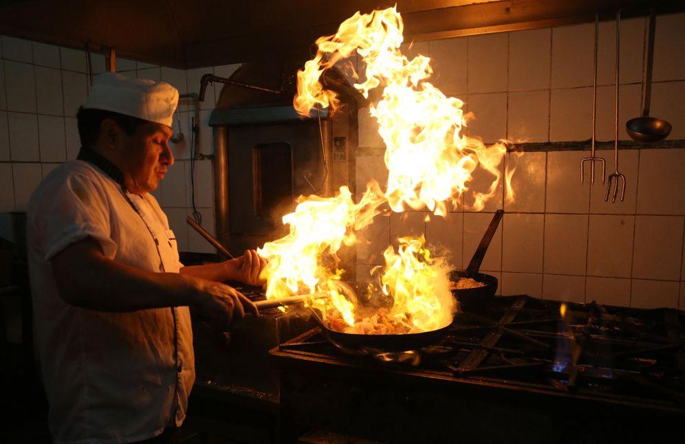 Foto: La mayoría de los cocineros a domicilio contactados por este periódico están en una situación precaria. (EFE)