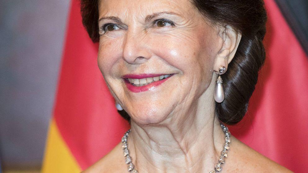 Silvia de Suecia no tiene nada que envidiarle a sus hijas: su look regio y sus joyas en Alemania