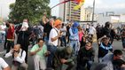 Cientos de venezolanos se echan a la calle tras el alzamiento de Juan Guaidó contra Nicolás Maduro