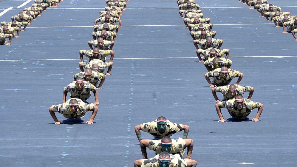 Foto: Cadetes egipcios entrenan en la base militar Mohamed Najib en Egipto. (Reuters)