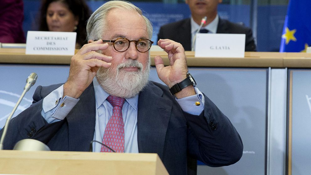 La Eurocámara aprueba a Cañete como comisario de Energía