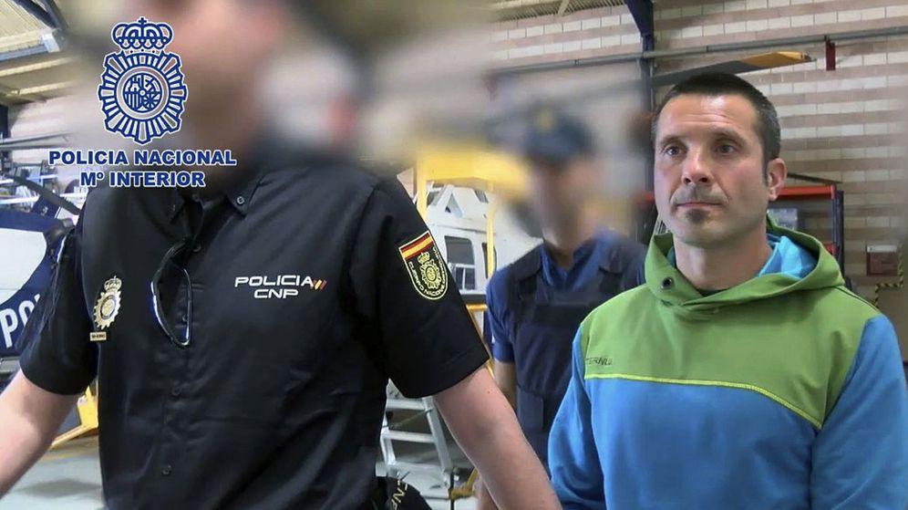 Foto: Fotografía facilitada por la Policía Nacional de la llegada a España del etarra Zigor Merodio Larrona en 2016. (EFE)
