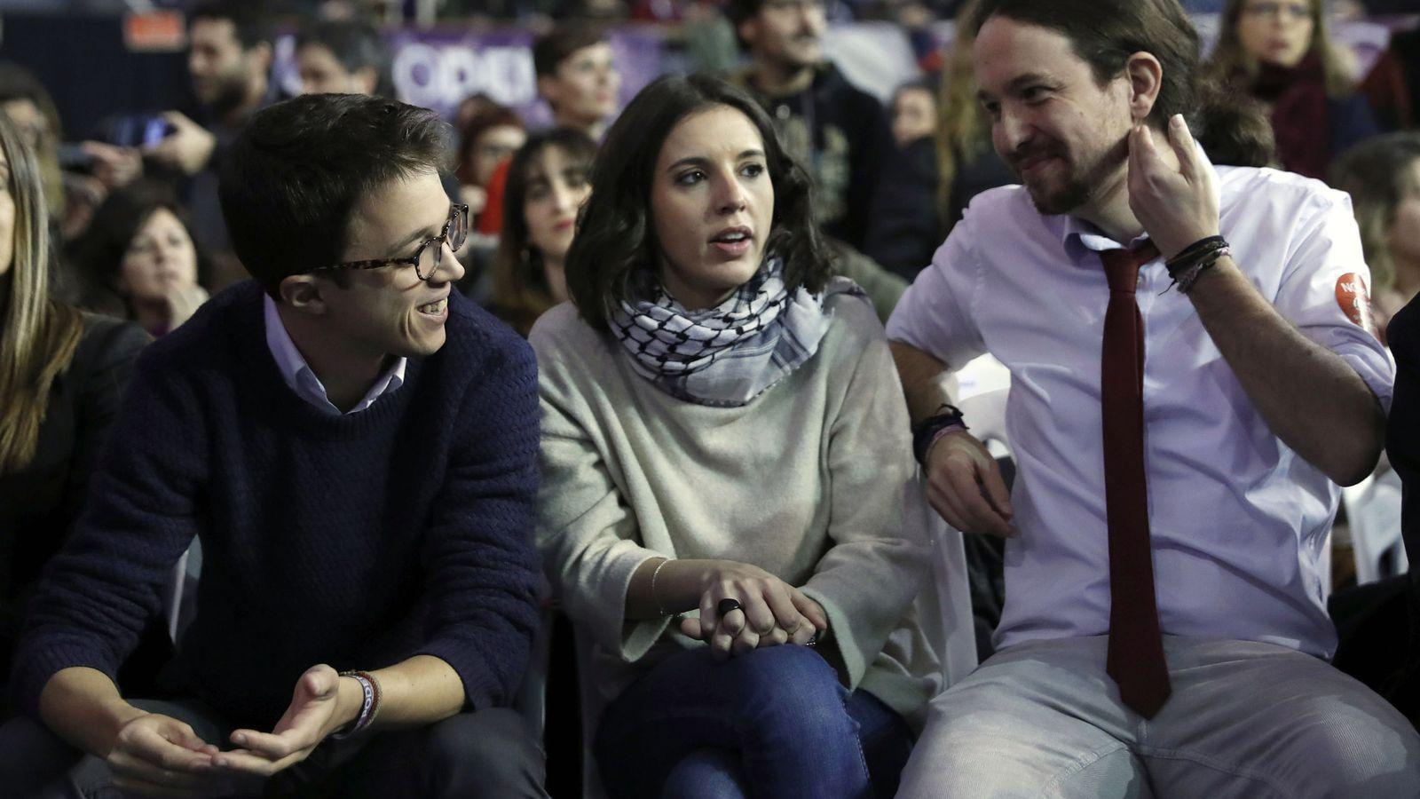Foto: Los dirigentes de Podemos Íñigo Errejón, Irene Montero y Pablo Iglesias, en la segunda jornada de la Asamblea Ciudadana Estatal de Vistalegre II. (EFE)