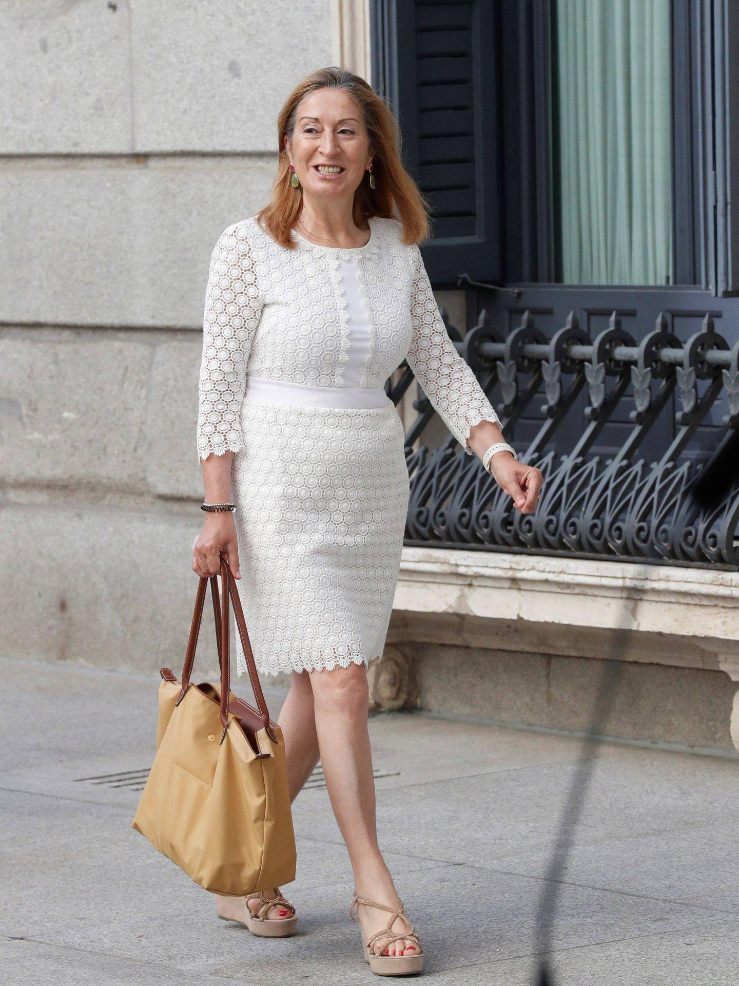 Ana Pastor con el vestido en cuestión. (EFE)