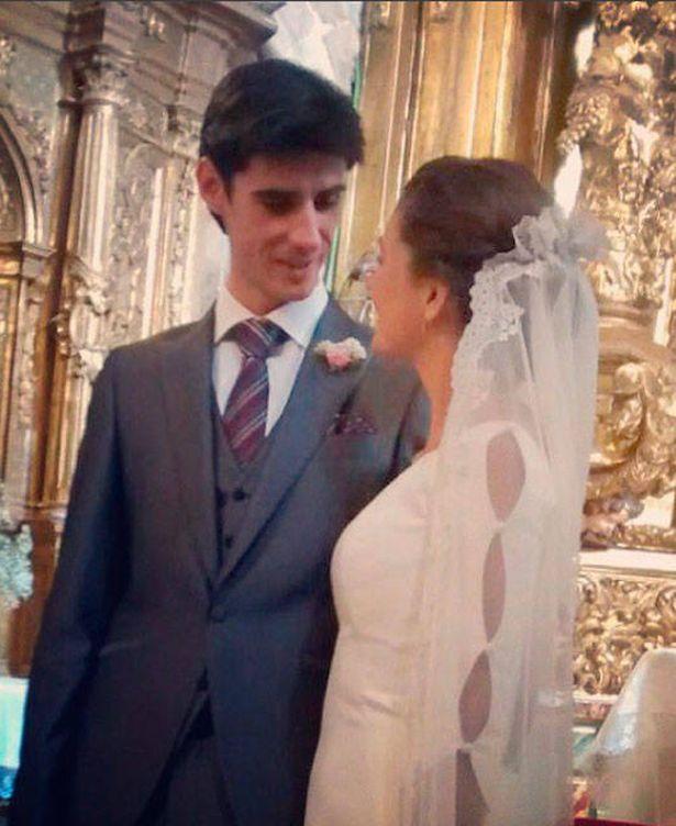 Foto: Víctor Barrio y su mujer el día de su boda (Redes sociales)