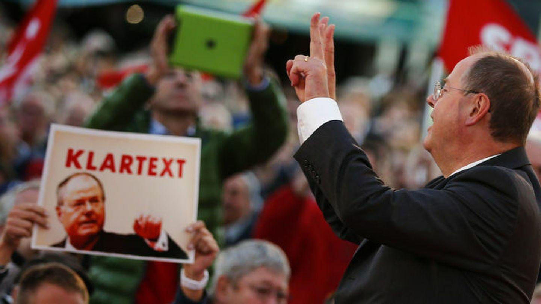 El candidato socialdemócrata Peer Steinbrück durante un mitin este jueves en Berlín (Reuters).