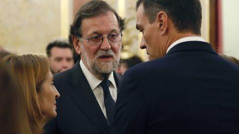 Penguin vs. Planeta, Rajoy vs. Sánchez: el expresidente acecha en ventas a su sucesor