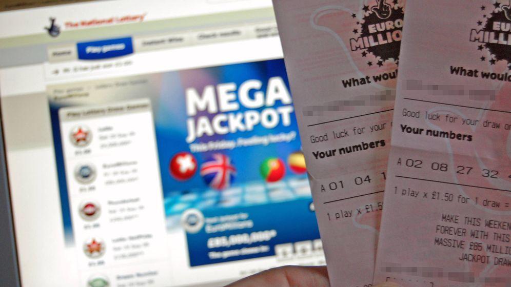 Foto: Dos boletos del Euromillones en Reino Unido