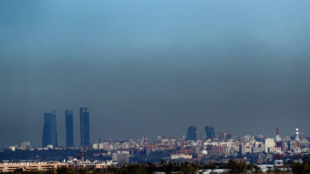 Foto: Vista de la cúpula de contaminación sobre Madrid. (EFE)