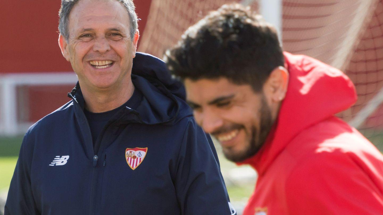Joaquín Caparrós será el técnico sevillista en los cuatro partidos que le quedan al equipo. (EFE)