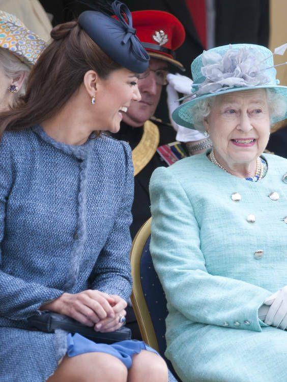 La reina con Kate Middleton (Gtres)