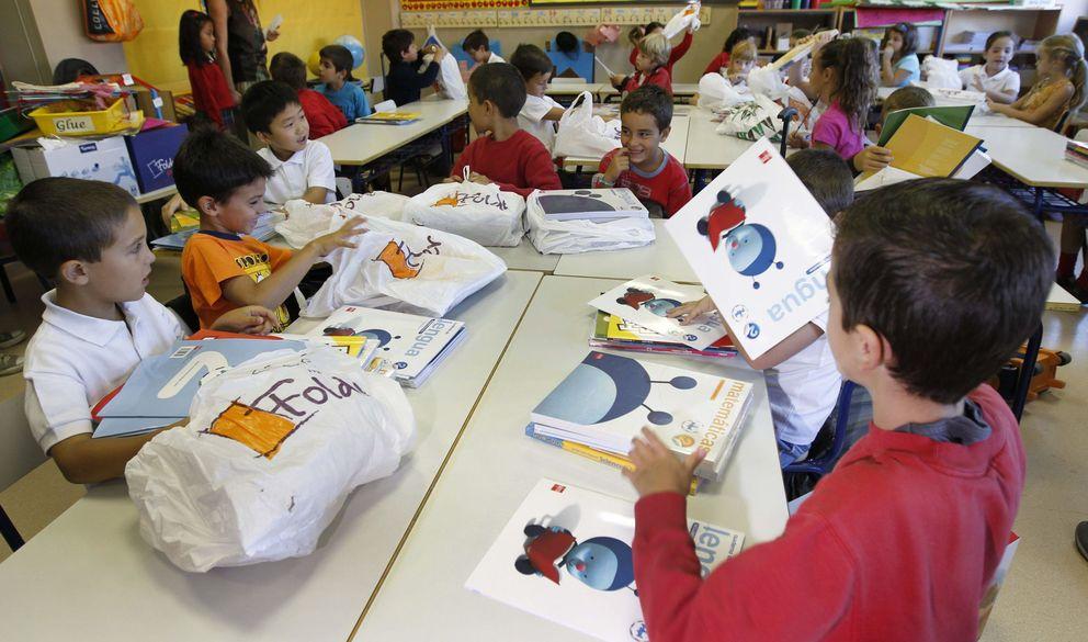 Foto: Apertura del curso escolar en el colegio Gabriela Mistral, en Las Tablas (Madrid). (Efe/Ángel Díaz)