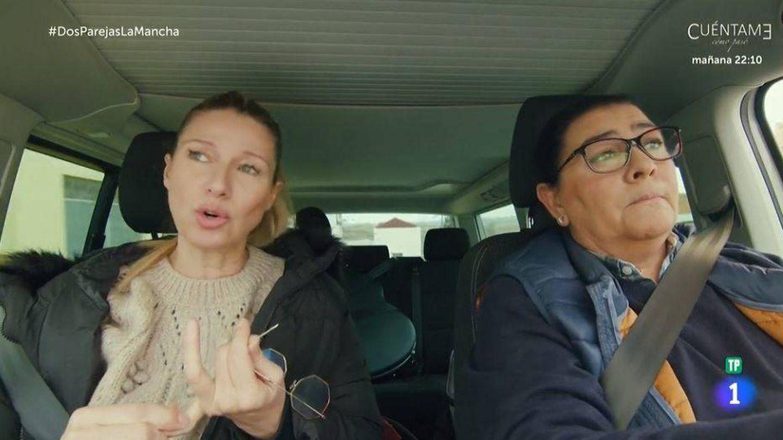 Anne Igartiburu y María del Monte, en 'Dos parejas y un destino'. (RTVE)