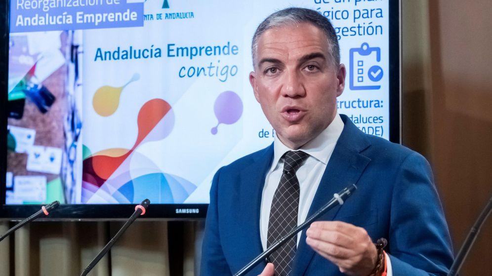 Foto: El portavoz del Ejecutivo andaluz, Elías Bendodo, en rueda de prensa posterior al Consejo de Gobierno de la Junta de Andalucía. (EFE)