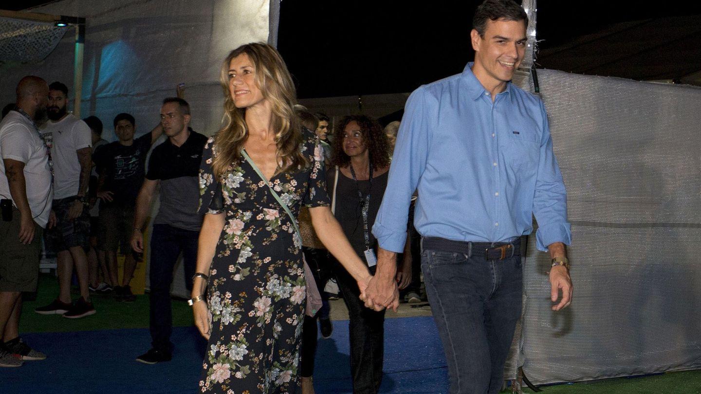 El presidente del Gobierno, Pedro Sánchez, y su esposa, a su llegada al concierto que la banda estadounidense The Killers en el FIB. (EFE)
