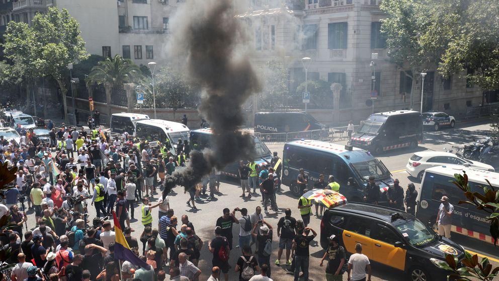 Los Mossos investigan un posible disparo de bala a un Cabify en la huelga de taxis