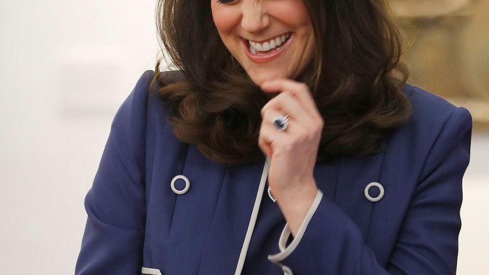 Kate Middleton, todo risas y simpatía con un look muy poco juvenil