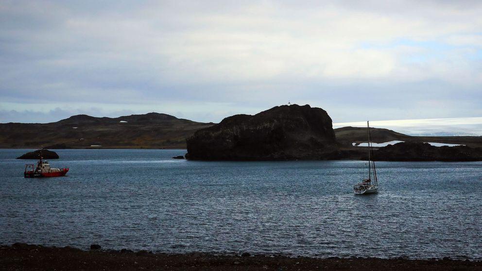 Un equipo de científicos descubre una isla oculta bajo el hielo en la Antártida