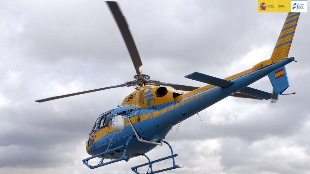 Foto: El helicóptero Pegasus, de la DGT. (EFE)