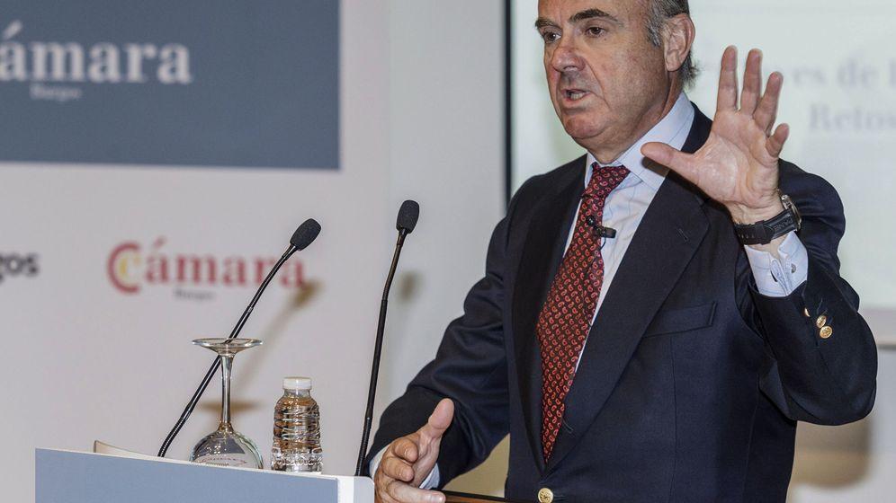 Foto: El ministro de Economía, Luis de Guindos, en una conferencia en Burgos (Efe)